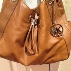 Hobo bags are hot this season! The Michael Kors Hobo Bag is a top 10 member favorite on Tradesy. Michael Kors Hobo, Michael Kors Hamilton, I Love Fashion, Womens Fashion, Small Town Girl, How To Feel Beautiful, Hobo Bag, Fashion Forward, Cute Outfits