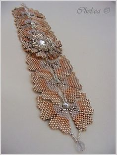 Pattern by Susan Mandel in Bead and Button magazine.
