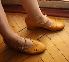 Vintage Leather  Shoes. Yellow Women's Low Heeled Mary Janes made in the USSR in 1980s. Size UK 4-4.5/ 23.5/ IT36.5. €35,00, via Etsy.