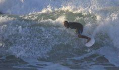 """""""Que se nos cansen los pies, pero nunca los pasos"""" - @frasesdelsurf - :http://www.surferrule.com/surf-y-olas-450/"""