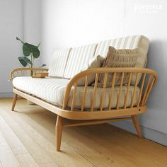joystyle-interior: Please refer for the appointed date of delivery for 355 355 カウチソファイギリスアーコール studio couch studio couch ※ import of designs product that the sofa of the British furniture import furniture Wood frame is beautiful beforehand! Ercol Sofa, Ercol Furniture, Furniture Upholstery, Table Furniture, Furniture Design, Wooden Sofa Designs, Wooden Sofa Set, Wood Sofa, Modular Sofa Bed