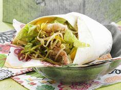 Wraps lassen sich beliebig befüllen.Wraps mit Garnelen - smarter - Kalorien: 360 Kcal - Zeit: 25 Min.   eatsmarter.de