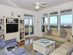 Like the great views to the outside.  Seems appropriate size for family/TV room.like the layout of the furniture