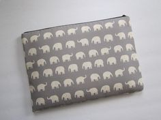 I don't own a 13 inch laptop (15 instead!) or a macbook, but I do love this elephant print.
