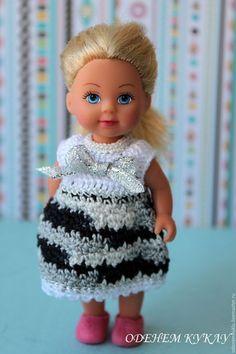 Купить или заказать Платья для кукол ростом 12 см в интернет-магазине на Ярмарке Мастеров. Платья на куколок Еви Evi Simba, мини дисней птичек Chou-chou и похожего размера пересылка 1-2 платьев - 50 руб, потом за каждое+5 руб платья связаны крючком из 100% хлопка отделка бантики из атласной ленты, нитка с люрексом, бусины ввязаны платья распашные, застежка на 2 пуговки При заказе, пожалуйста, указывайте нужный номер №1 -…