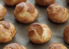 Looking to learn the pastry basics, we recommend you this easy recipe to make choux pastry dough Eclair Recipe, Choux Pastry, Eclairs, Just Desserts, Food To Make, Biscuits, Easy Meals, Cooking Recipes, Bread