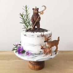EYMではお子様のお誕生日用ケーキトッパーを通販しています。 Birthdayケーキトッパー【number】は流行の動物のお人形「シュライヒ」とのデコレーションにピッタリのケーキトッパーです♪  赤ちゃんと一緒のホームパーティにご利用いただけるよう、直径15cm程のケーキに挿してちょうど良いサイズでお作りしています。 さらに数字のトッパーは、シュライヒのケーキで最も人気のある「クマ」に持たせてちょうど良いサイズです。ナンバーは0~9まであるのでお子様の年齢に合わせて組み合わせてください御ぴ大切なお子様のお誕生日、お洒落なケーキトッパーを使用して思い出に残るバースデーパーティにしてみてはいかがでしょうか?  こちらの赤ちゃんのお誕生日用ケーキトッパーはベビーグッズ通販サイトEYMにて販売中です♡