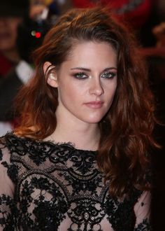 Kristen Stewart Photos Photos - The Twilight Saga: Breaking Dawn Part 2 - UK Premiere - Arrivals - Zimbio