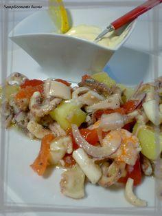 Il pesce è uno degli ingredienti fondamentali della cucina veneta, sopratutto per lo zona di Venezia e di Chioggia. E' molto gustosa, allegra e colorata, un piatto davvero adatto all'estate!! L'aggiunta delle patate, dei pomodori e della cipolla lo rende perfetto anche come piatto unico!!!!