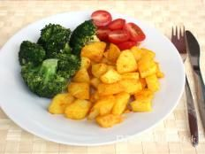 Brokolica jednoducho a chutne - recept Diet Dinner Recipes, Diet Menu, Lunch Recipes, Healthy Recipes, Protein Veggie Meals, Vegetable Recipes, Chicken Recipes, High Fiber Foods, Good Foods To Eat