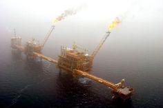 النفط يتراجع بشكل طفيف في ظل تقرير المخزون -  Reuters. النفط يسجل تراجعات هامشية في تداولات الجمعة #اخبار  تراجعت العقود الآجلة للنفط في تداولات اليوم الجمعة بنسب طفيفة وذلك بعد ان شهدت هذه العقود صعودا قويا في جلسة تداول يوم أمس الخميس وصل بها إلى أعلى مستوياتها في 8 أسابيع. ففي بورصة نيويورك التجارية (نايمكس) تراجعت عقود النفط الخام الآجلة تسليم نيسان/أبريل بنسبة 0.06 أو ما يعادل 3 سنتات لتتداول عند 54.10 دولار للبرميل خلال ساعات الصباح الباكر بالتوقيت الأمريكي. وكانت هذه العقود قد سجلت…
