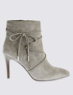 Insolia® redistributes your weight away from the balls of your feet, reducing pressure and increasing ankle stability, allowing you to wear your heels comfortably all day long. Insolia® is endorsed by the UK College of Podiatrists. Ankle boots add a certain Parisian chic to any ensemble.