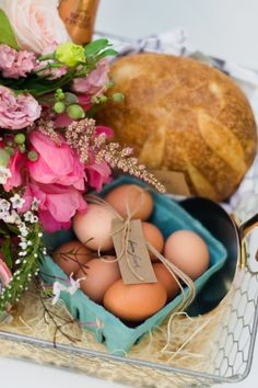 DIY farmhouse omelette basket: http://www.stylemepretty.com/living/2015/05/03/12-favorite-diy-gifts-for-mothers-day/
