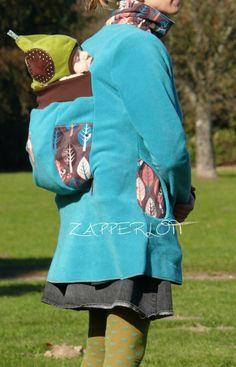 Eine tolle Jacke mit Trageeinsatz, allerdings für den Rücken. So weit sind wir gerade noch nicht...
