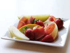 Fruits - melon, strawberries and cured meats -- http://mettesinlilleverden.blogspot.no/