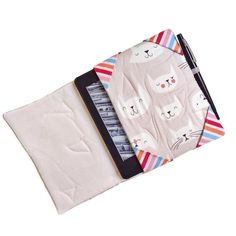 Eccoci qui! Per chi ama leggere e ama i gatti la combo perfetta!  Aquí estamos! Para los que le encanta leer y ama a los gatos el combo perfecto!  Here we are! For those who loves to read and loves cats the perfect combo! #new #oneofakind #kindlecase #handmade #organic #clout #fabric #kittyprint #catmood #limitededition #hechoamano #thankgoditscraftday #mirtasmood #reimbow