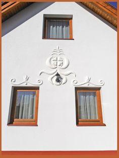 Díszítés mészhabarccsal Case, Traditional House, Cabins, Gallery Wall, Farmhouse, Cottage, Houses, Architecture, Design