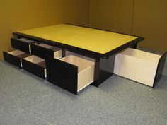 Platform bed w/ storage diy. Could this be a good use for the NEW IKEA modular kitchen storage topped w/ a flat surface & mattress? Good for every room in the house Diy Lit, Bed With Drawers, New Beds, Bed Storage, Bedroom Storage, Home Bedroom, Bedrooms, Platform Bed, New Room