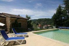Heerlijk vakantiehuis met een authentiek karakter maar evenzo wel de luxe van een privézwembad. Deze vakantievilla in de Ardèche is gelegen in Vals-les-Bains.