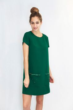 Emerald Green ♥ ♥ ♥ Available in http://aleksandragerasimets.com/collections/sixties/products/dress-by-vipart #dress #vestidos #fashion #sixties #emerald #aleksandragerasimets