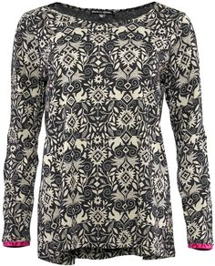 Gudrun Sjödéns Winterkollektion 2014 - Das Shirt Smilla aus Baumwolle/Modal ist ein unkompliziertes Langarmshirt mit dem Muster unseres Zweifarbendrucks. Erhältlich in Zichorie, Hibiskus und Schwarz. http://www.gudrunsjoeden.de/mode/produkte/pullover-shirts