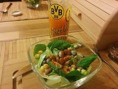 Tanja beschloss ihren Tag mit einem gesunden Salat (mit kleinem Extra ;) ):  http://7-bergen.blogspot.de/2014/11/vegan-wednesday-116.html?m=1