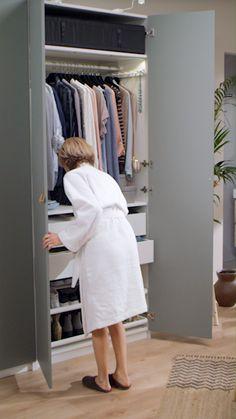 Waar je ook van houdt, van schoenen tot shirts, we hebben de juiste KOMPLEMENT inrichting voor jouw kast. De roedes, dozen, manden en planken zijn op maat ontworpen voor onze PAX garderobekasten. Je richt eenvoudig kastruimte ermee in, zodat deze perfect past bij jouw kleren én goed aansluit op jouw behoeften. Ontdek de mogelijkheden van KOMPLEMENT en creëer je droomkast met de PAX garderobekastplanner   IKEA IKEAnederland PAX kast KOMPLEMENT kastinrichting