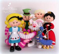 Kit 2 Alice no País das Maravilhas. Alice, Chapeleiro Maluco, Rainha de Copas, Rainha Branca, Coelho, Gato Risonho e Lagarta Absolem.