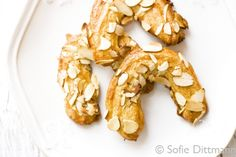 Almond Horseshoes (Mandelhörnchen) from the German Foodie (I love marzipan)