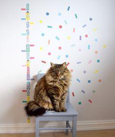 Wallstickers fra Jubel. Katt, høydemåler, konfetti, Confetti, kids room, design, barnerom, barnestol, cat.