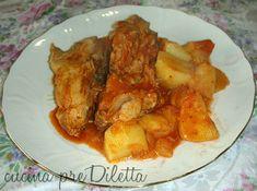 Il pollo al sugo con patate è una delle ricette più facili per preparare un secondo piatto gustoso e nutriente. Per la preparazione di questa ricetta non...