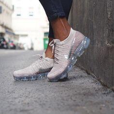 #Footwear # Brilliant Footwear Tênis Nike Feminino, Tênis Feminino, Chinelos Nike, Tênis Academia, Botinas, Roupas De Treinamento, Como Combinar Roupas, Tênis Lindos, Roupas De Academia