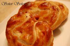 Palmeritas de jamón, queso curado y mostaza en grano