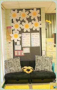 Black, White and Yellow classroom pictures Classroom Decor Themes, Classroom Design, Classroom Displays, Classroom Organization, Classroom Ideas, Classroom Board, Middle School Classroom, Future Classroom, Bulletin Boards