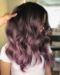 55 sensationelle Balayage Haarfarbe Ideen 55 sensationelle Balayage Haarfarbe Ideen Was genau ist Balayage Haar und warum lieben wir es so sehr? Wie der Name schon sagt, Balayage ist Fall Hair Colors, Hair Color Purple, Cool Hair Color, Ombre Hair Color For Brunettes, Purple Brown Hair, Subtle Purple Hair, Purple Hair Tips, Burgundy Hair Ombre, Dyed Hair Purple