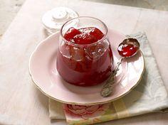 Confiture de fraises aux deux citrons Avec les lectrices reporter de Femme Actuelle, découvrez les recettes de cuisine des internautes : Confiture de fraises aux deux citrons