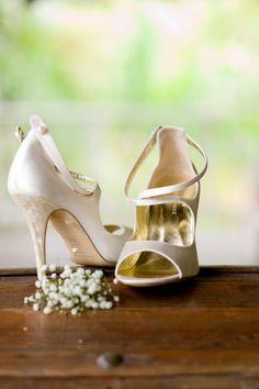 Hermosos zapatos para novia, descubiertos y en color perlar