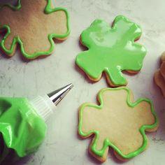 live { love } taste!: Shamrock Sugar Cookies with Royal Icing