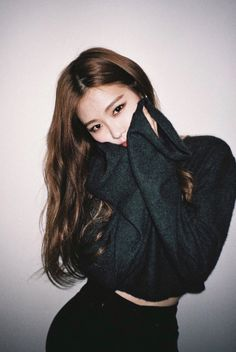 Find images and videos about kpop, rose and blackpink on We Heart It - the app to get lost in what you love. Kim Jennie, Kpop Girl Groups, Korean Girl Groups, Kpop Girls, Oppa Gangnam Style, Ft Tumblr, Blackpink Photos, Blackpink Jisoo, Yg Entertainment