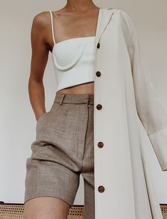 Minimal Details – Modedamour – Edited by Anne-Miek Minimal Details Minimal Details Look Fashion, Fashion Outfits, Womens Fashion, Fashion Trends, Minimal Fashion Style, Fashion Shorts, Minimal Style, Fashion Belts, Fashion Details