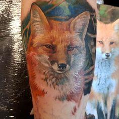 Dieses schöne farbige Fox Tattoo habe ich diese Woche in ... Small Animal Tattoos, Small Tattoos, Tattoos For Guys, Cool Tattoos, Animal Tattoo Meanings, Tribal Tattoos, Hand Tattoos, Fox Tattoo, First Tattoo