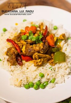 Curry de pui cu ardei gras si ardei iute, orez basmati cu mazare. Grains, Curry, Rice, Dishes, Food, Home, Curries, Tablewares, Essen