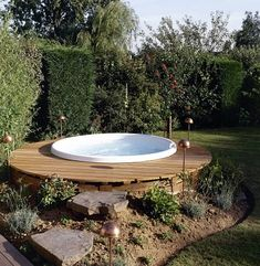 Imagine dipping yourself in these jacuzzi. These outdoor jacuzzi will revitalize your body after a long tiring day. Hot Tub Garden, Hot Tub Backyard, Sloped Backyard, Jacuzzi Hot Tub, Jacuzzi Outdoor, Outdoor Spa, Deco Spa, Front Yard Landscaping, Landscaping Ideas