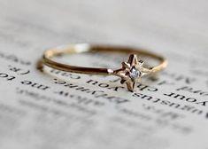 A dainty diamond ring that sparkles like the north star. | 29 Tiny Pieces Of Fine Jewelry You'll Fall In Love With  Jewelry हमारी साइट पर अधिक जानकारी प्राप्त करें   http://storelatina.com/ #Ceangail #ہے #Zokambirana #订婚戒指