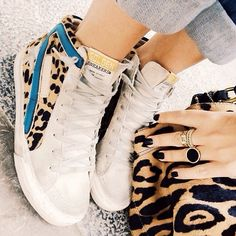I don't wear sneakers often, but I would totally wear these! Fashion Moda, Sport Fashion, Women's Fashion, Fashion Details, Fashion Shoes, Fashion Trends, Cute Shoes, Me Too Shoes, Sneaker Store