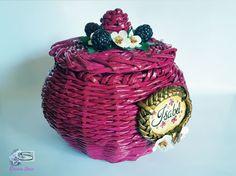 Cristina Sosio - Creativa. Cestino di carta con more. Realizzato con tubicini di carta. Wicker Baskets, Quilling, More, Ballerina, Desserts, Decor, Candy, Bedspreads, Tailgate Desserts