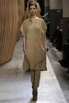 From Hermes Fall 2011.  Love the entire look from hair to shoes.