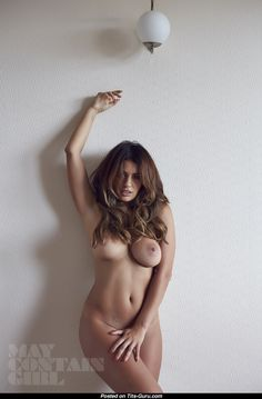 Holly Peers - naked brunette with big natural tots picture