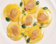 Ravioli di polenta e quartirolo glassati alla maggiorana e tartufo