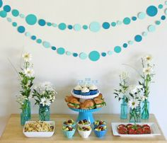 Whoa, baby—these are some cute ideas! Plan the perfect celebration with these best baby shower ideas, from food to decorations. The mom-to-be will love the floral photo backdrop, onesie decorating station, and more. Baby Shower Food For Girl, Cute Baby Shower Ideas, Baby Shower Cakes, Baby Shower Themes, Comida Para Baby Shower, Party Girlande, Onesie Decorating, Decorating Ideas, Circle Garland